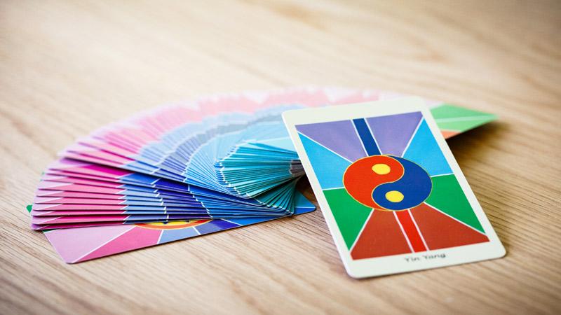 Jeu de cartes, les énergies de l'âme par Julien Delumeau, thérapeute, accompagnant, soins énergétiques, hypnose, méditation à Annecy.