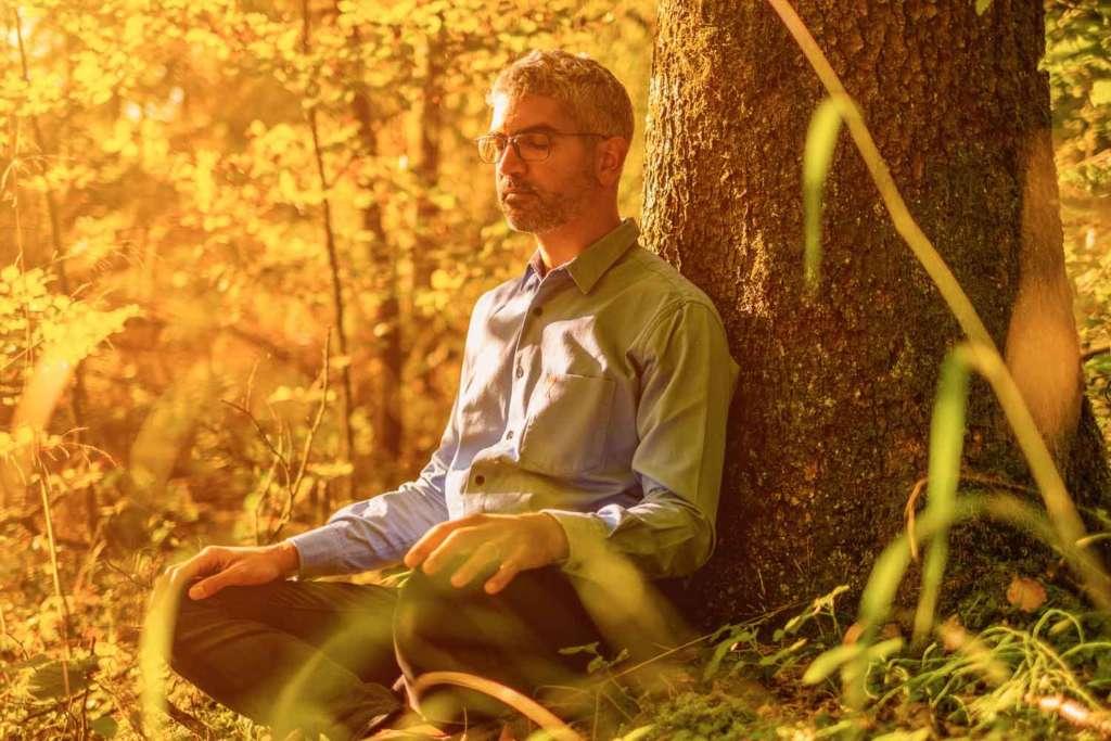 Julien Delumeau psycho énergéticien Annecy Haute Savoie méditation soins énergétiques